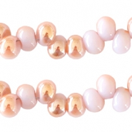 6 mm glaskralen Light lilac-half rosé gold pearl shine coating